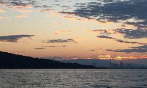 博多湾の夜明け