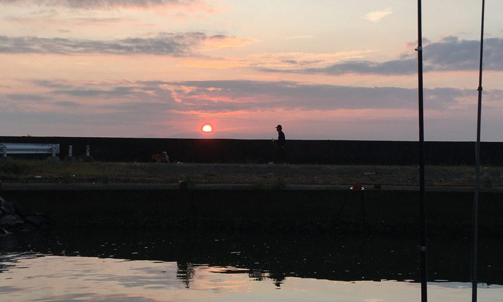 港の夜明けはあいかわらずキレイ。