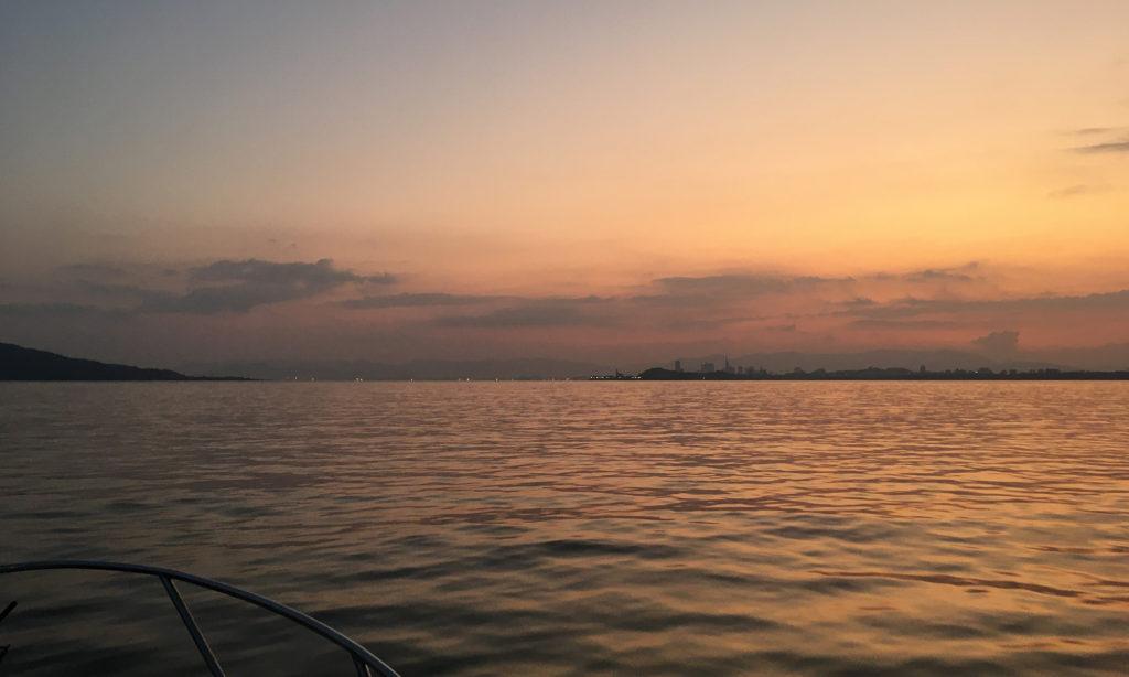 博多湾の夜明けです。いつ見てもきれい。