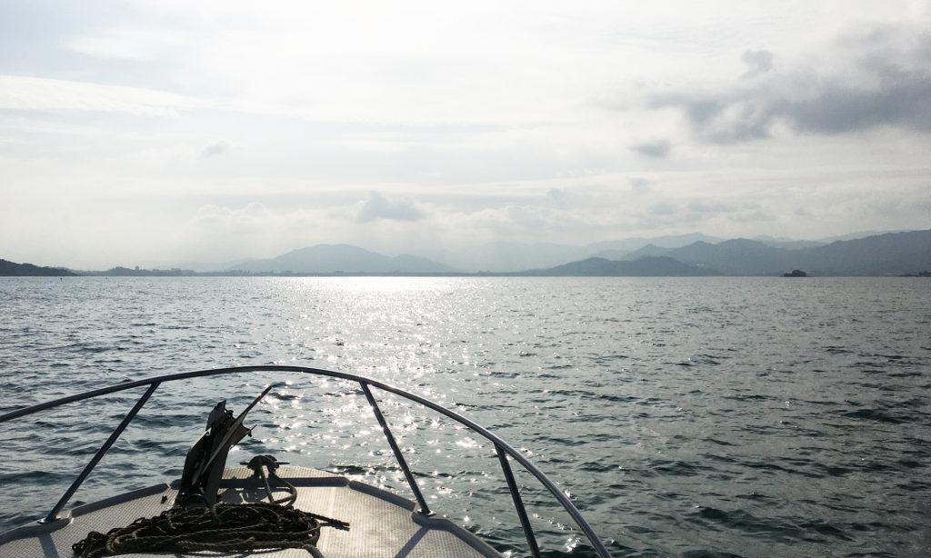 帰りのボートは太陽に向かって走ったので、眩しすぎてよく見えないので怖いぐらい。
