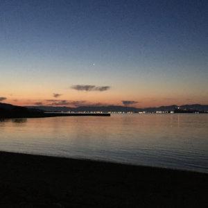 港に着いたら夜が明けはじめました。