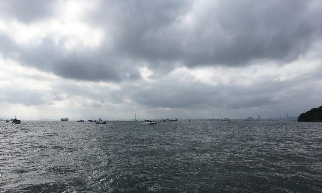 太刀魚ポイントには、すでに30艘ほど集まっています。